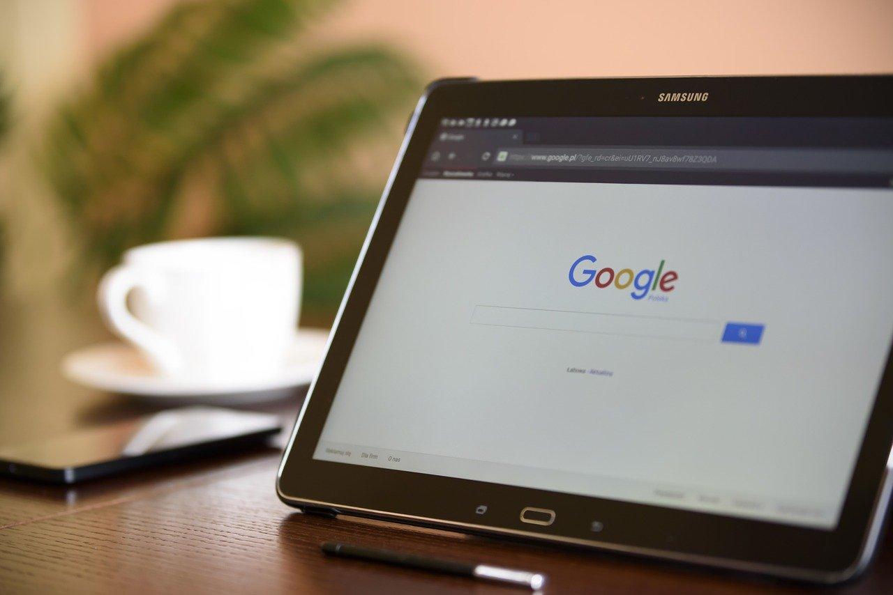 Google Update, Laptop mit offener Google-Seite
