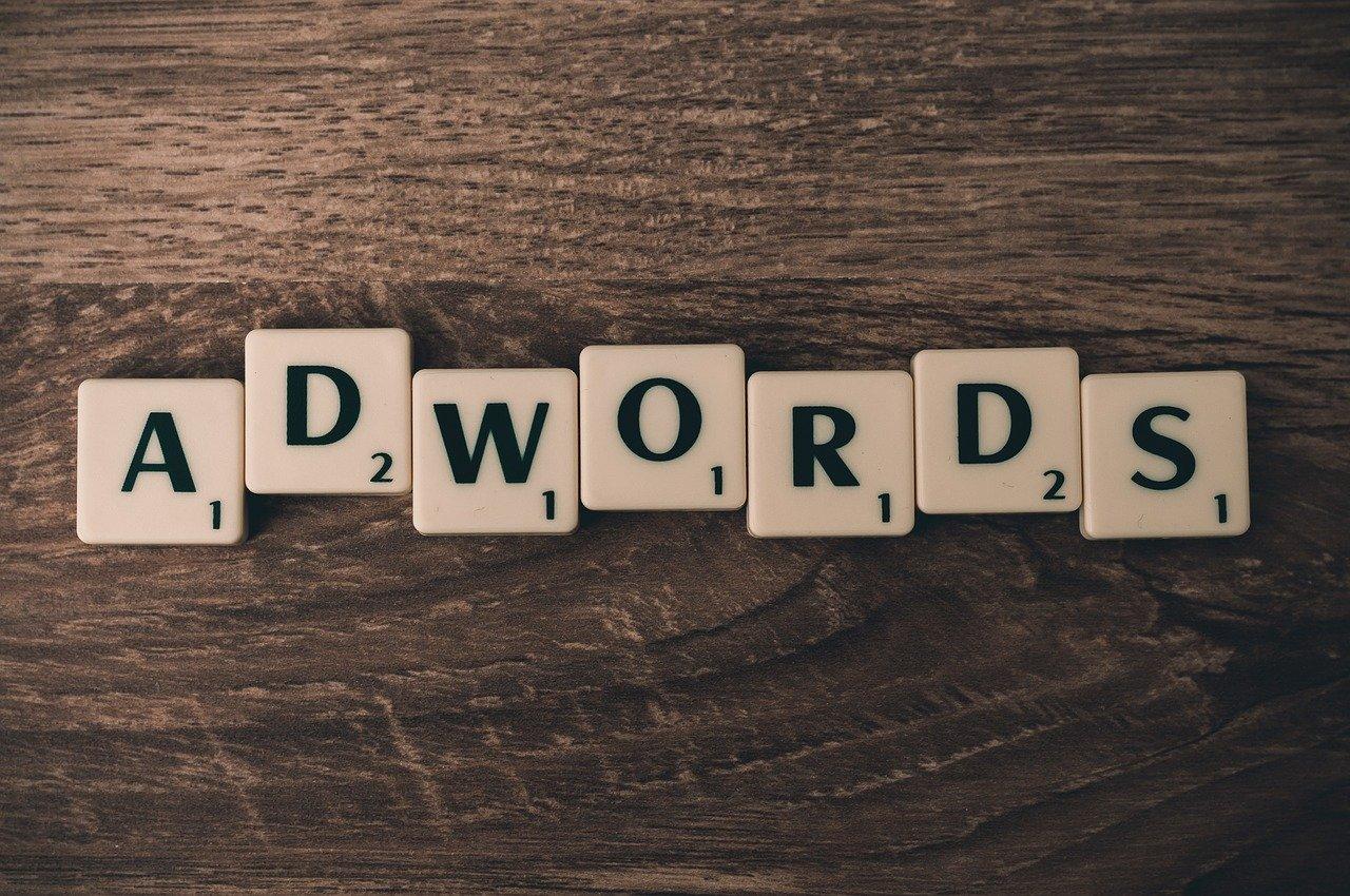 """Scrabble-Buchstaben mit Schriftzug """"Adwords"""""""