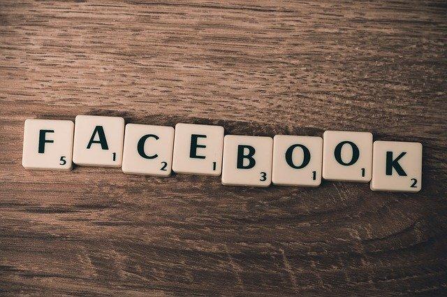 Facebook Ads, Wort in Scrabble Buchstaben