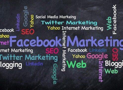 Facebook-Werbung, Bunte Schriften zum Thema Facebook-Marketing
