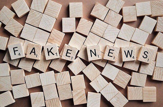 Marketing-Scharlatane, Fake-News-Buchstaben