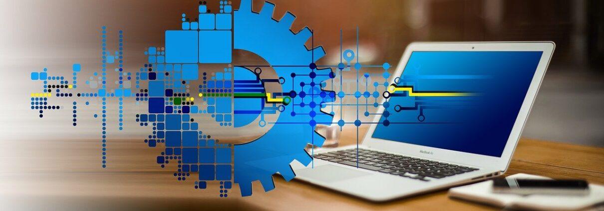 Digitalisierung, Laptop mit Zahnrad
